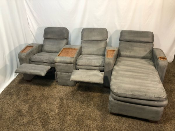 Pleasant 1605 Professionally Cleaned Gray Microfiber La Z Boy Reclining Theatre Set With Chaise And Cupholder Storage Console Ibusinesslaw Wood Chair Design Ideas Ibusinesslaworg